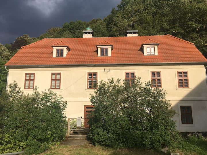Apt. overlooking the castle Nižbor20km from Prague