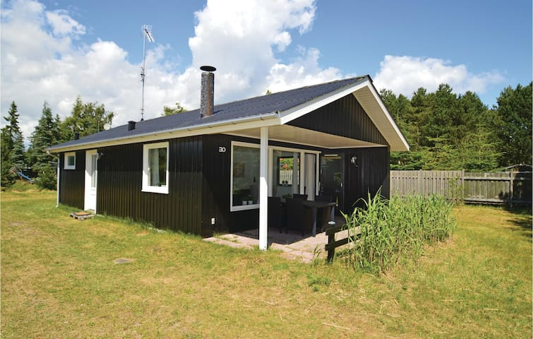 Holiday cottage with 3 bedrooms on 57m² in Væggerløse