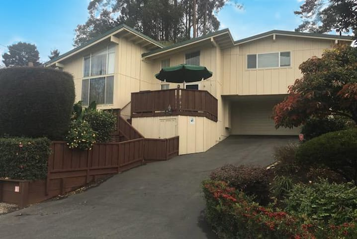 Rio Del Mar: Sunny Split-Level Entire Home