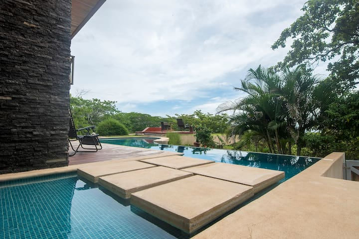 Casa Brisas del Mar - Amazing Ocean View Home - Playa Flamingo - Rumah
