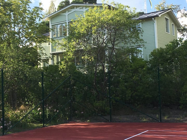 Large archipelago house with tennis court