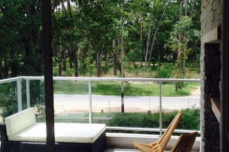 *Casamandala* - Peaceful, woods view, near airport - Ciudad de la Costa - อพาร์ทเมนท์