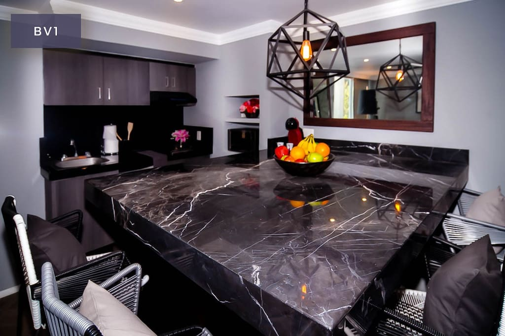 Full kitchen and luxury finishes