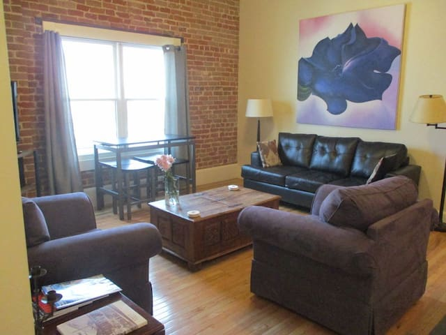 The Downtowner ~ Beautiful Loft Apartment in the Heart of Downtown Salida!