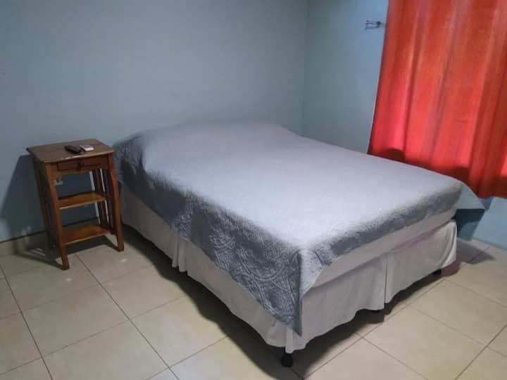Room next to the airport / Junto al Aeropuerto