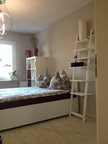 Reiheneeinfamlieneckhaus mit Garten - Krefeld - Bed & Breakfast