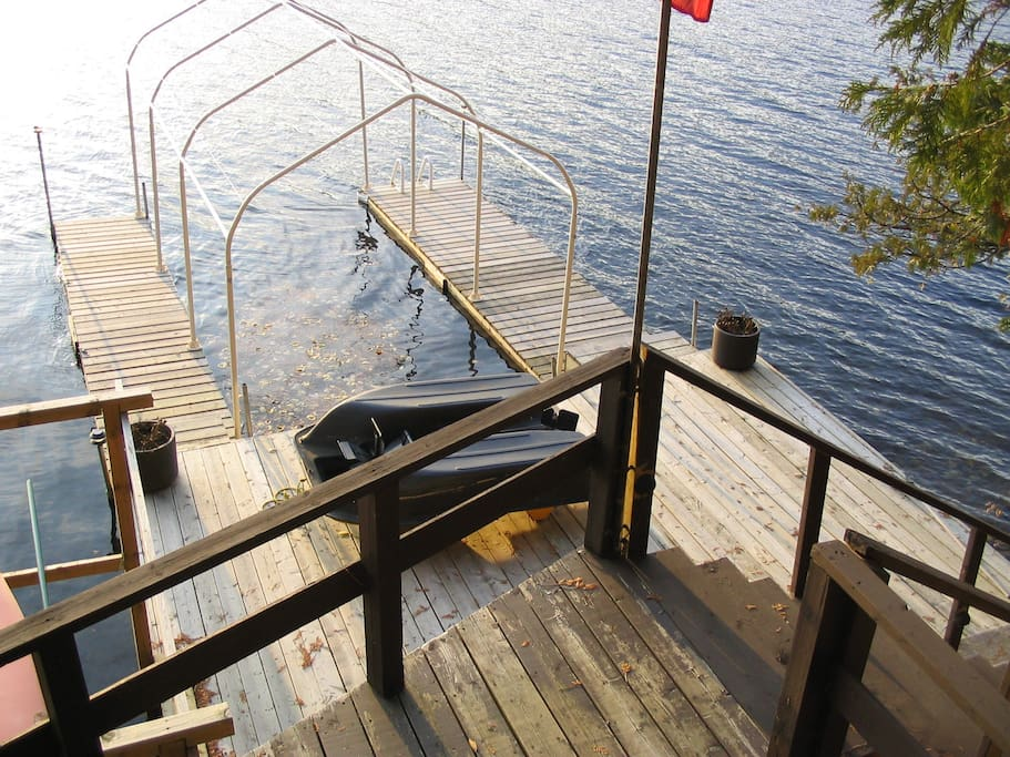 Dock with two kyaks