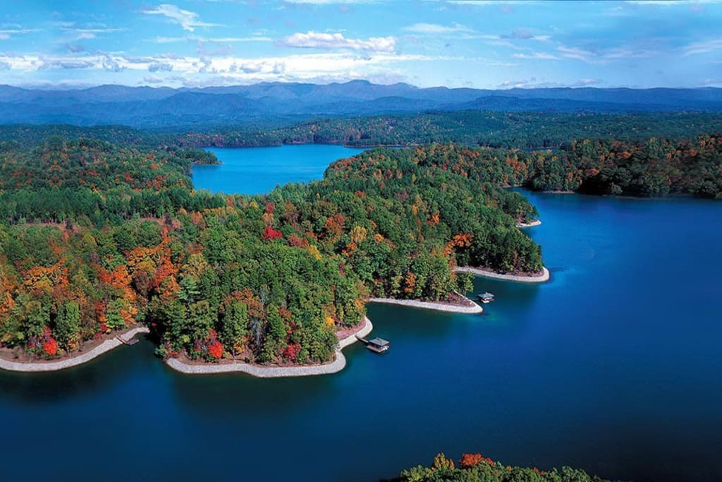 Lake Keowee is considered to be one of the cleanest lakes in the United States. Come explore the beauty of this mountain lake!