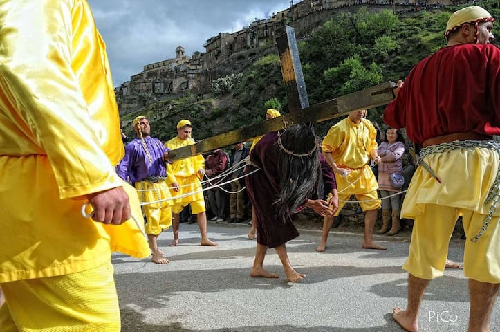 CALABRIAN HOLIDAY: EASTER IN MEDIEVAL VILLAGE