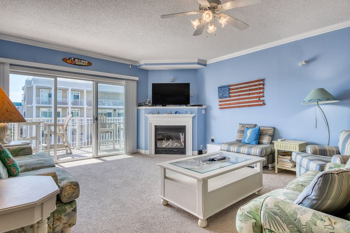 Walk to the beach from this condo w/ balcony, partial ocean views, & shared pool