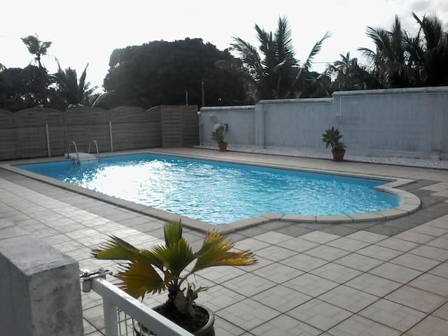 T1 rdc villa avec piscine - Saint Andre - Ev