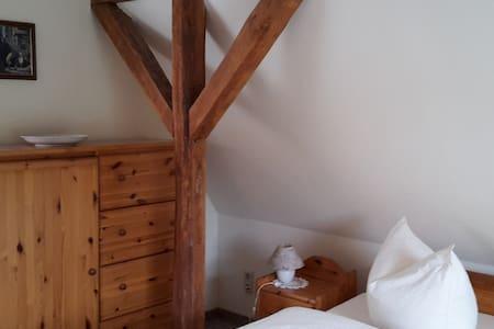 Pension am Tor zum Harz - einzelne Zimmer - Harsleben - House