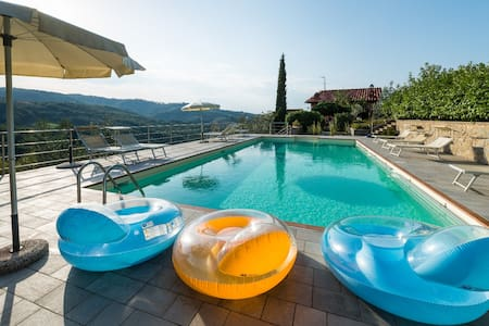 Cottage Giallo In Tuscany hills