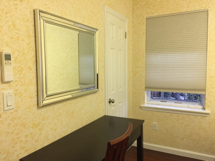 Flushing Deluxe Room w/ 2 Bed (1FL)