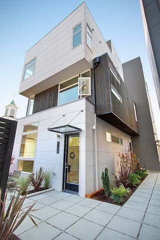 Modern home in West Seattle!, Sleeps 8! - Seattle - Rumah