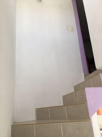 Renta de recámara privada en casa SEMI AMUEBLADA