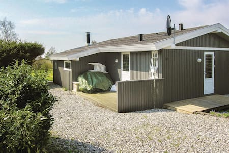 Holiday cottage with 2 bedrooms on 65m² in Rønde