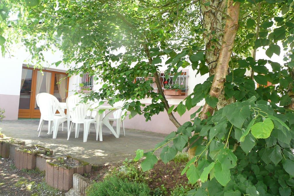 Terrasse ombrager de l'appartement