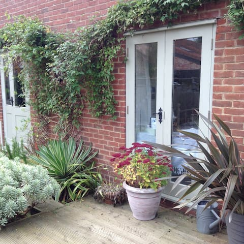 Fab Barn Room - female guests only - Norfolk - House
