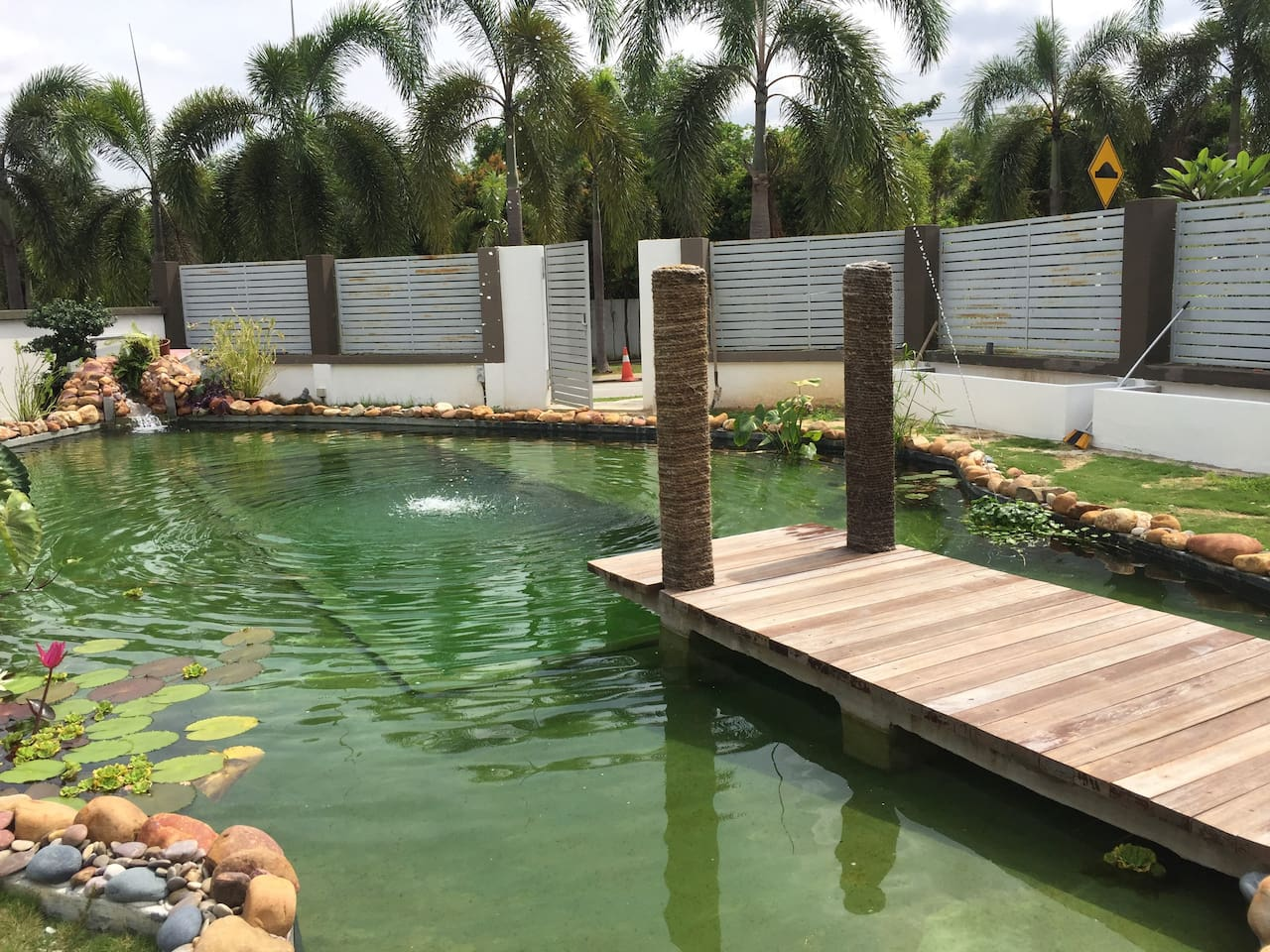 private swimming pond house villas for rent in puchong selangor