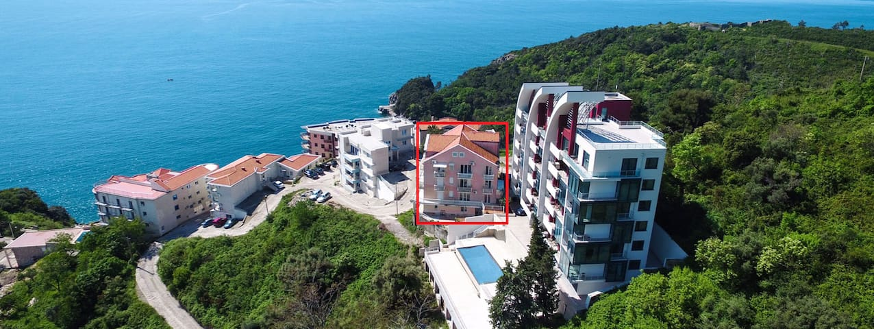 Here is my house - between villa SPAS and AQUARESORT. The flat is on the top floor.