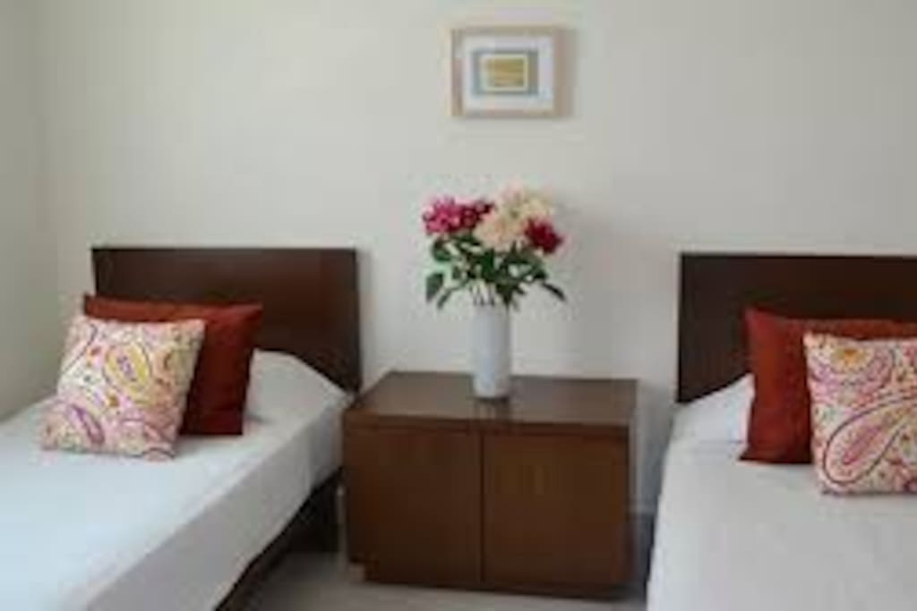 habitacion confortable privada muy limpia y  creada para un descanso profundo.