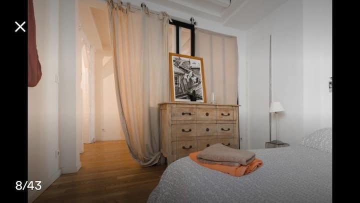 Grande chambre dans le Marais