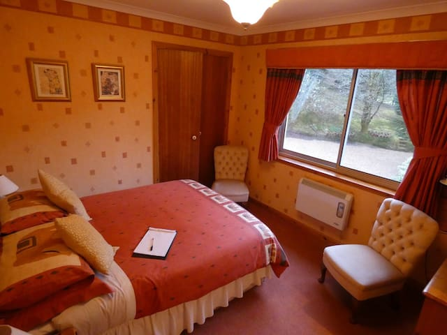 Foxholes Country Hotel Rm 4 Double En-Suite