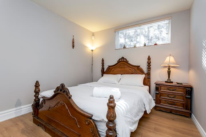 Classic Room in Modern house, Short Drive Downtown