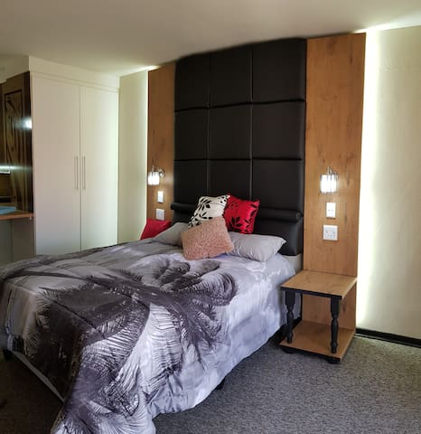Krugersdorp Upmarket Cozy Self Catering apartment