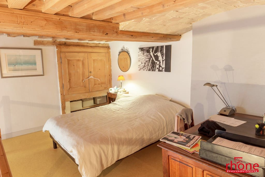 chambre 1 lit deux places + canapé lit deux places