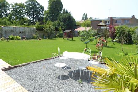 Maison + jardin, ideal famille ... proche de tout! - Dunkerque - Huis
