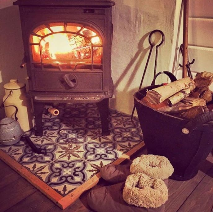 The cabin's log fire at your disposal for colder days. If you are not used to log fires we will help you and show you how to use it. Of course there are also radiators at your disposal.