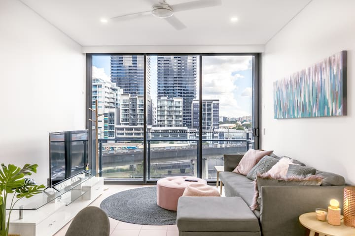 Relax in a  Beautiful Apartment in South Brisbane