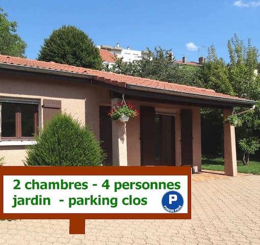 Maison indépendante avec parking clos