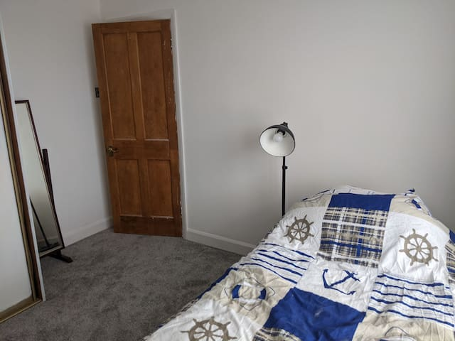 Guest room, 2 single beds available.