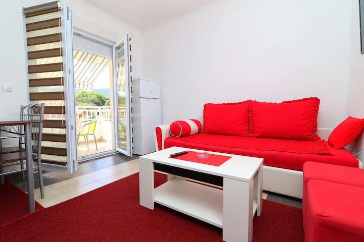 AS Pelješac - One-Bedroom Apt with Balcony