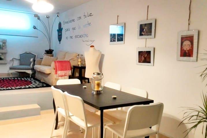 Apart/Loft a 10 min de centro coche - Zaragoza - Loteng Studio