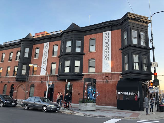 4 BR - Center of it ALL!  @Wrigleyville & Boystown