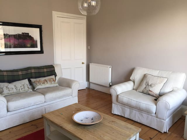 Beautiful Edinburgh Flat with 2 Double Bedrooms - Edinburgh