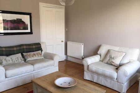 Beautiful Edinburgh Flat with 2 Double Bedrooms - Edinburgh - Apartment
