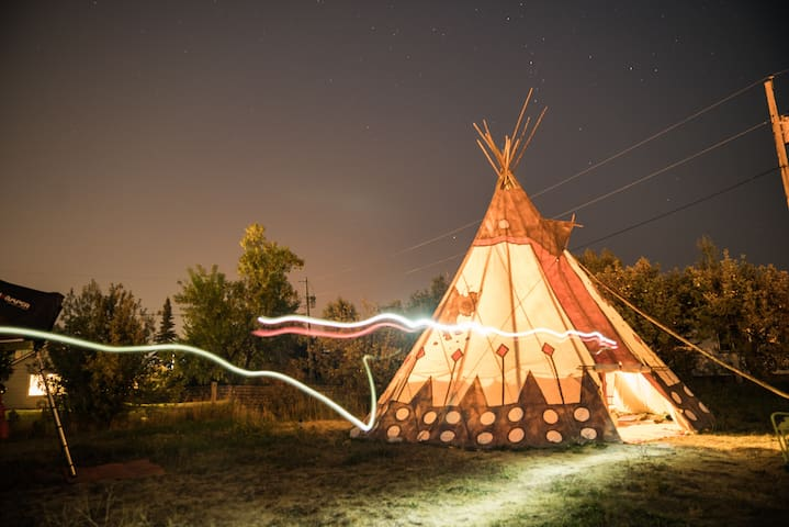 Downtown Victor- Large, Cozy Tipi- Pet Friendly!