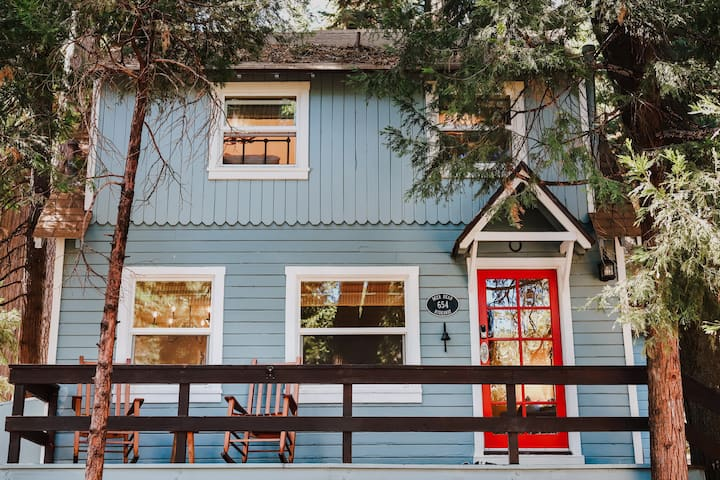 Newly Renovated Cozy Vintage Cabin- Lake Arrowhead