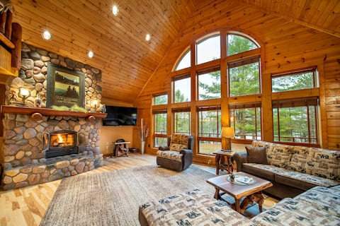 Spacious Lakefront Lodge, Kayaks/Canoes Included!