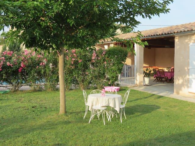 Grande maison piscine et jardin clos 8p. Provence - Oraison - Loma-asunto