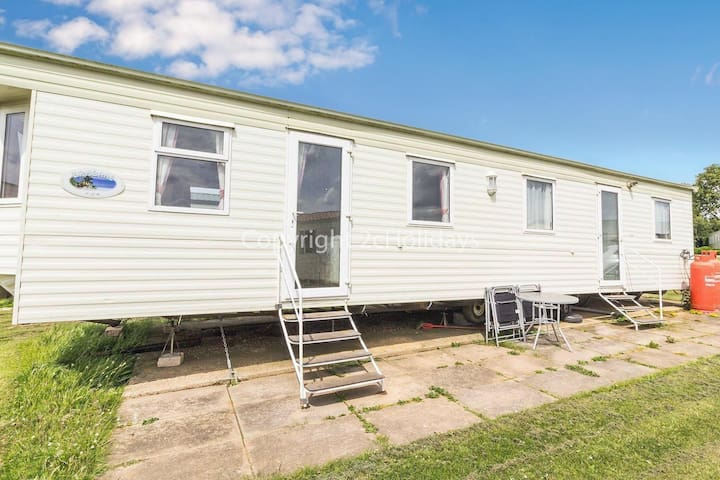 8 berth static caravan at Manor park - great for a seaside break ref 23015T