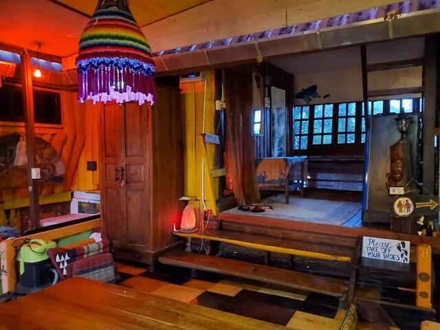 2 Beds. Bath Tub, AC, Sauna, Cold Plunge, Events