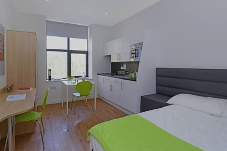 Luxury Studios near University (No.4) - Huddersfield