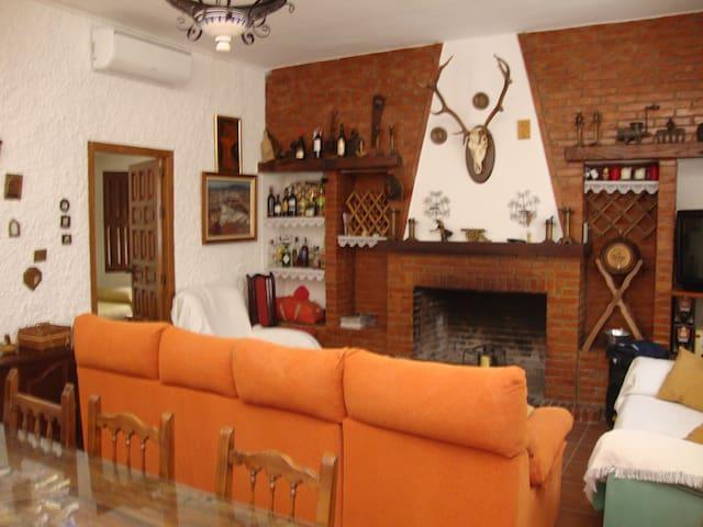 casa con barbacoa y piscina - Mollina - House