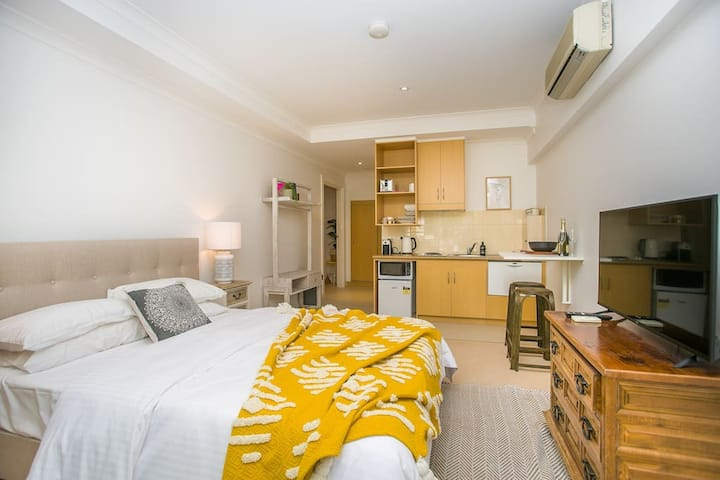 East Perth Perfect. 2 Bed Apartment